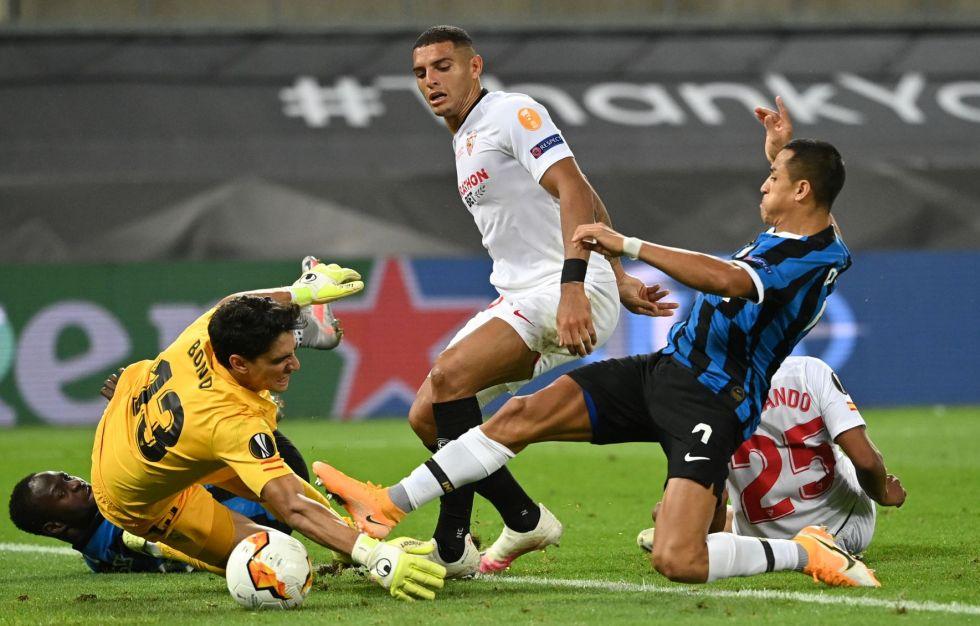 """El partido se jugó en el estadio """"Rhein Energie """"."""
