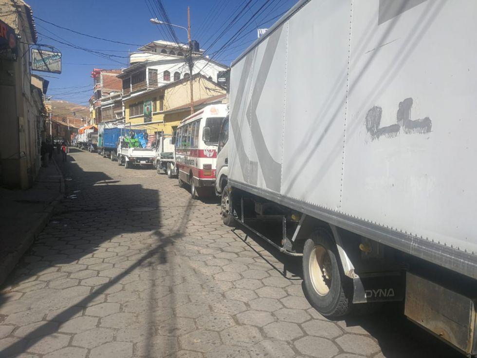 Sepa por qué hay largas filas para acceder a combustible en Potosí