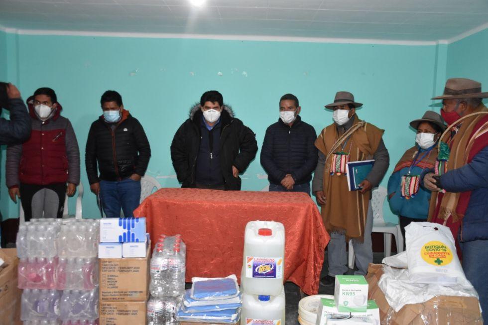 También entregó kits de medicamentos, material de bioseguridad e insumos de desinfección.