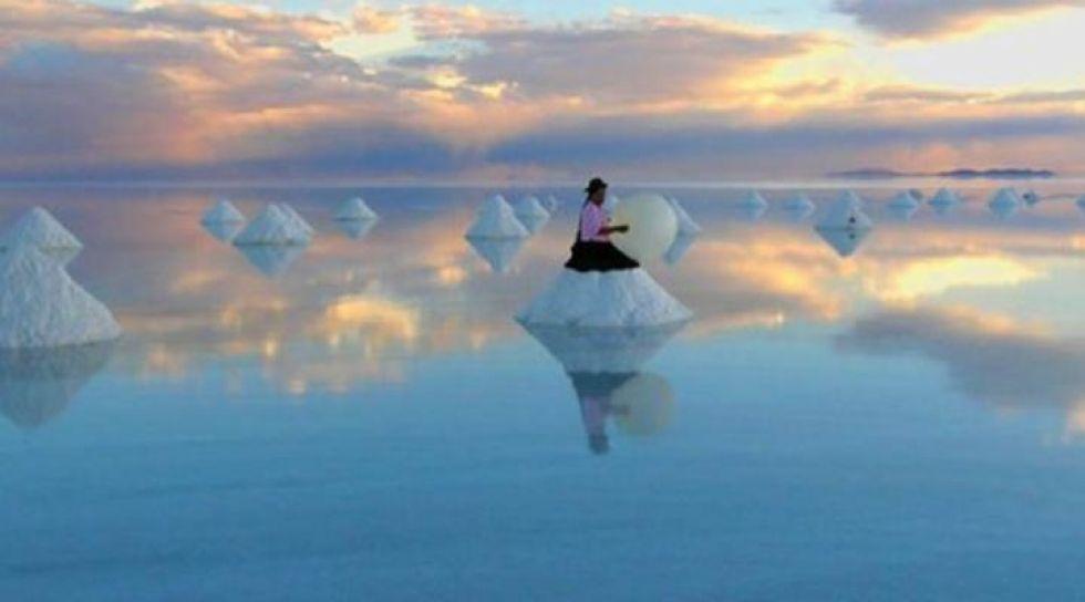 Gobernador pide apoyo para el Salar de Uyuni en premiación mundial