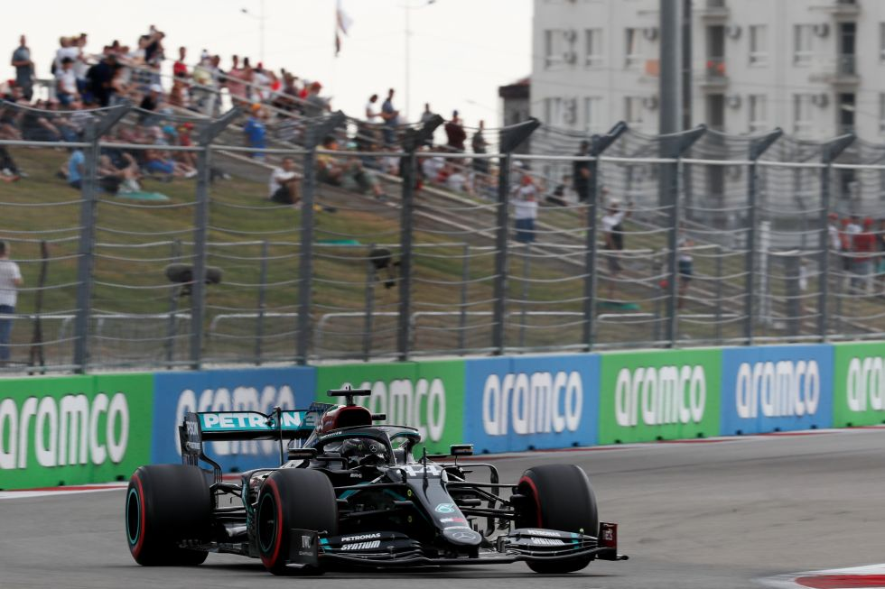 """Hamilton se hace con la """"pole"""" en Rusia y buscará igualar a Schumacher"""