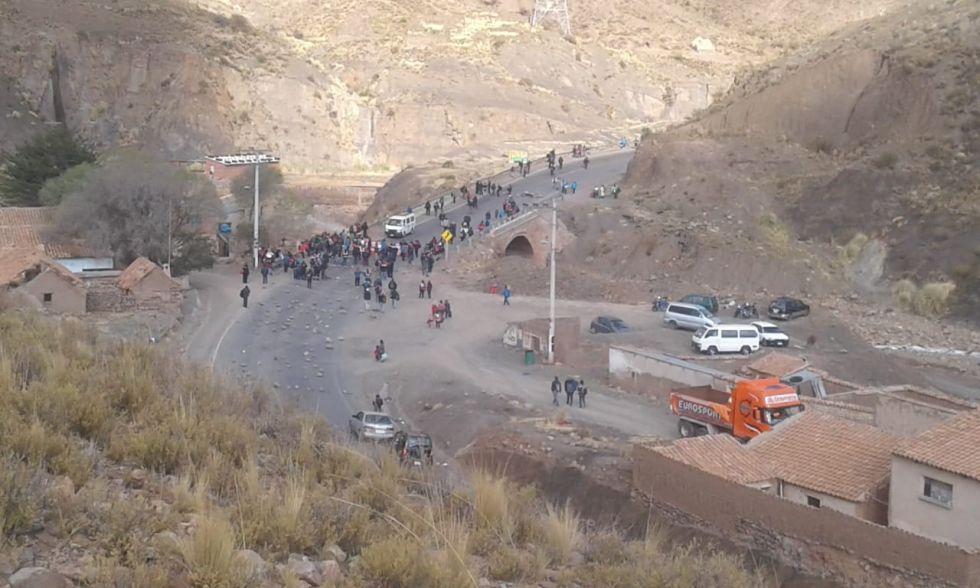 La ruta Potosí Oruro ya está bloqueada en San Antonio