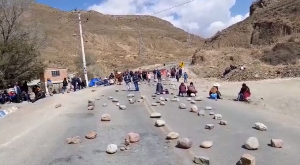 Así fue el primer día de bloqueo en la ruta Potosí Oruro