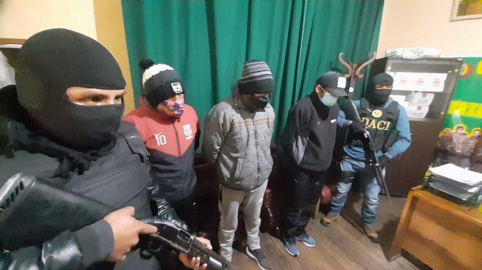 Policía aprehende a cuatro lanceros en el Mercado Uyuni