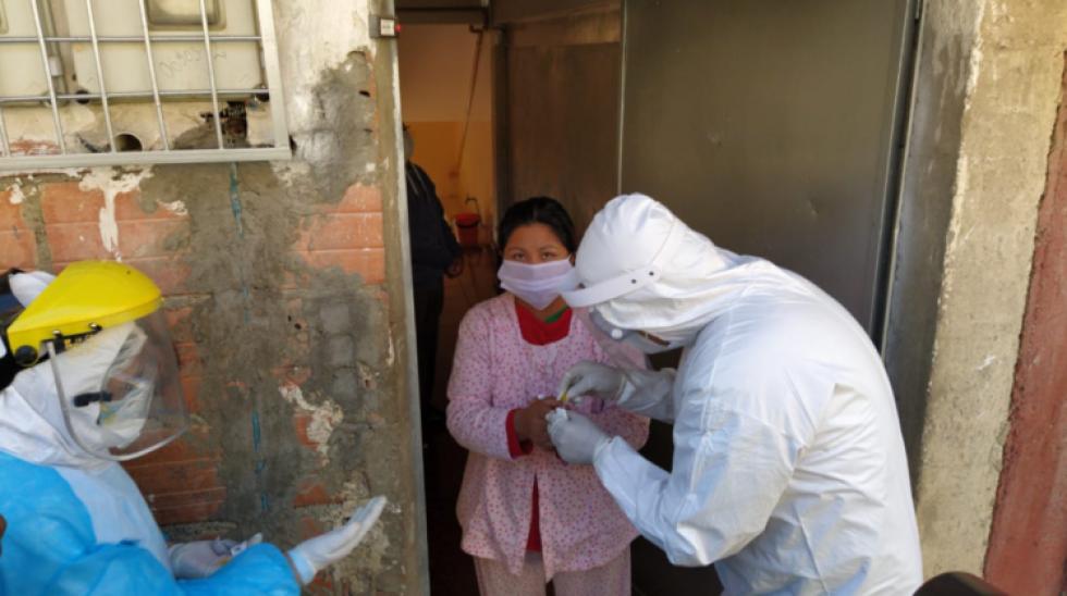 """El Alto: aparecen casos de rebrote de covid y médico dice que ataca """"con más fuerza"""""""