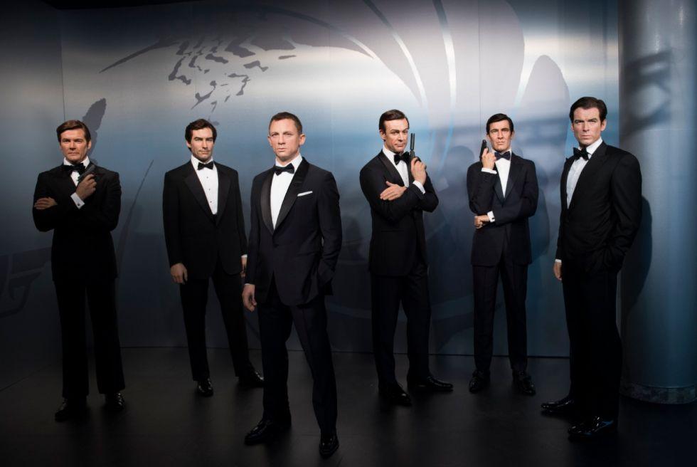 Todos los Bond. Sean Connery es el cuarto, contando desde la izquierda.