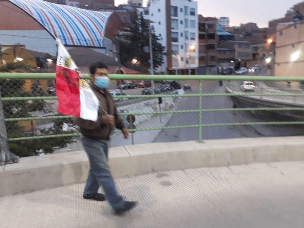 Así comienzan a llegar hasta el Puente de la Dignidad