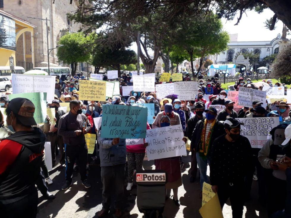 Vecinos de Villa Santiago demandan justicia ante supuesto abuso policial