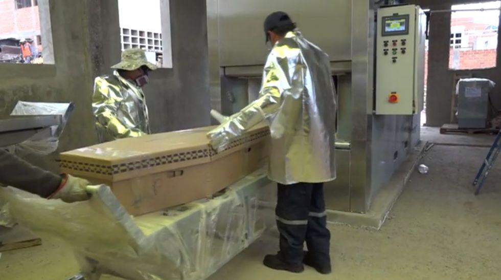¿Cómo fue la primera cremación en el horno crematorio?