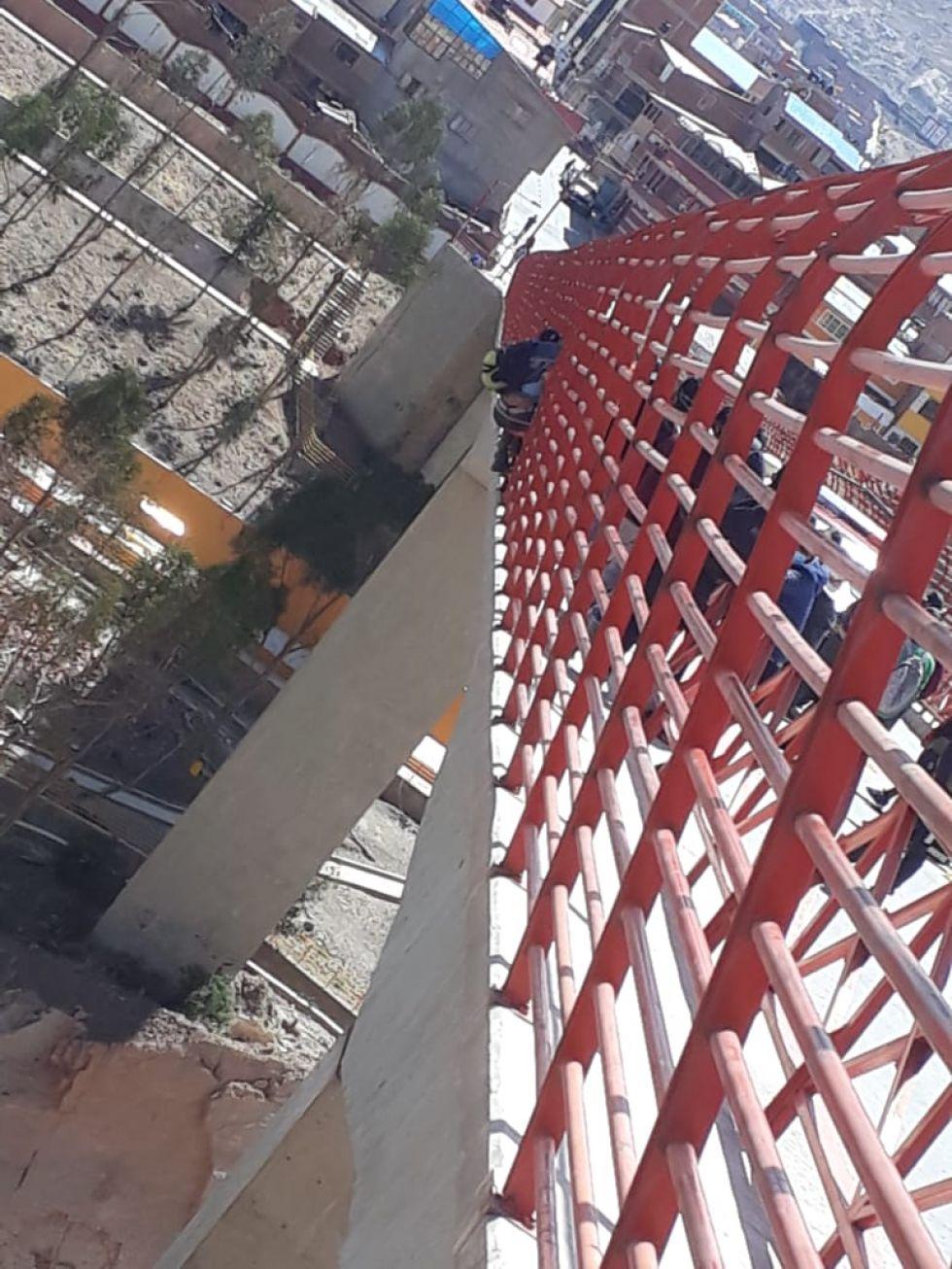 Rescatan al joven que intentó suicidarse en el puente de Villa Nazareth