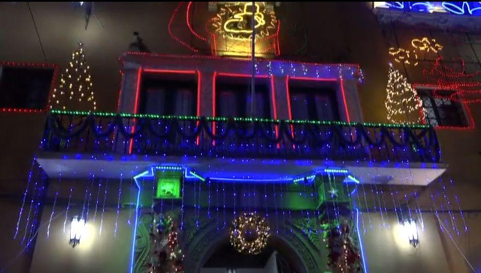 Así encendió anoche la Gobernación su iluminación navideña