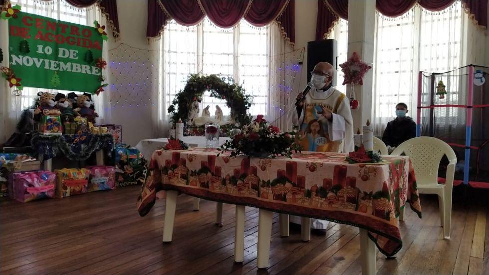 Hubo la celebración de una misa y luego la entrega de presentes.