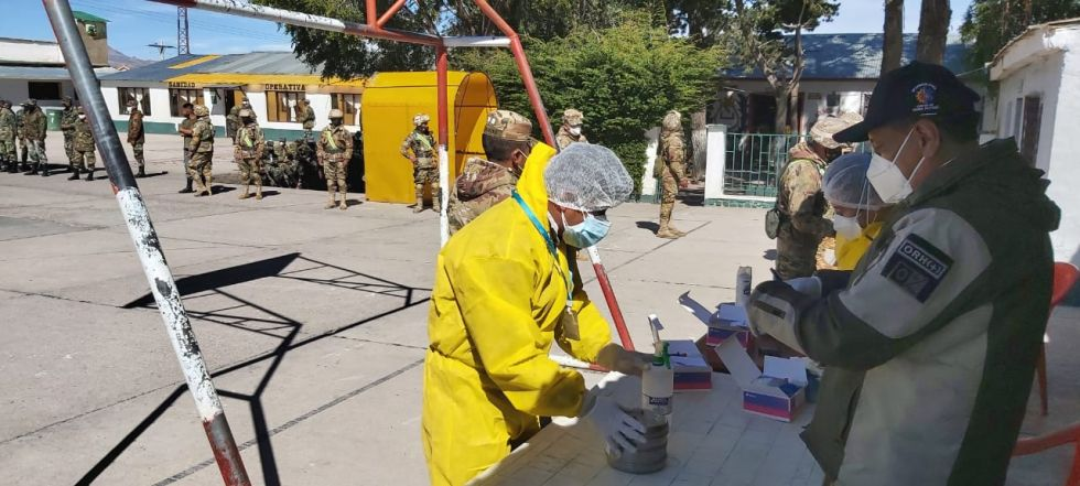 Ayer estuvieron con el personal militar.