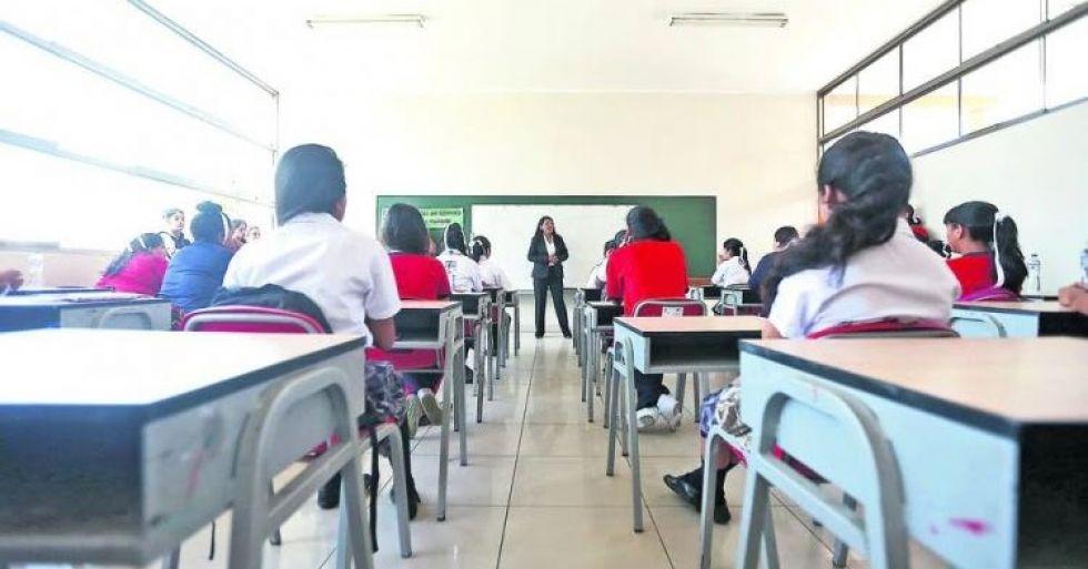Ministerio de Educación instruye sanciones 'punitivas' contra colegios que no hayan aplicado descuentos