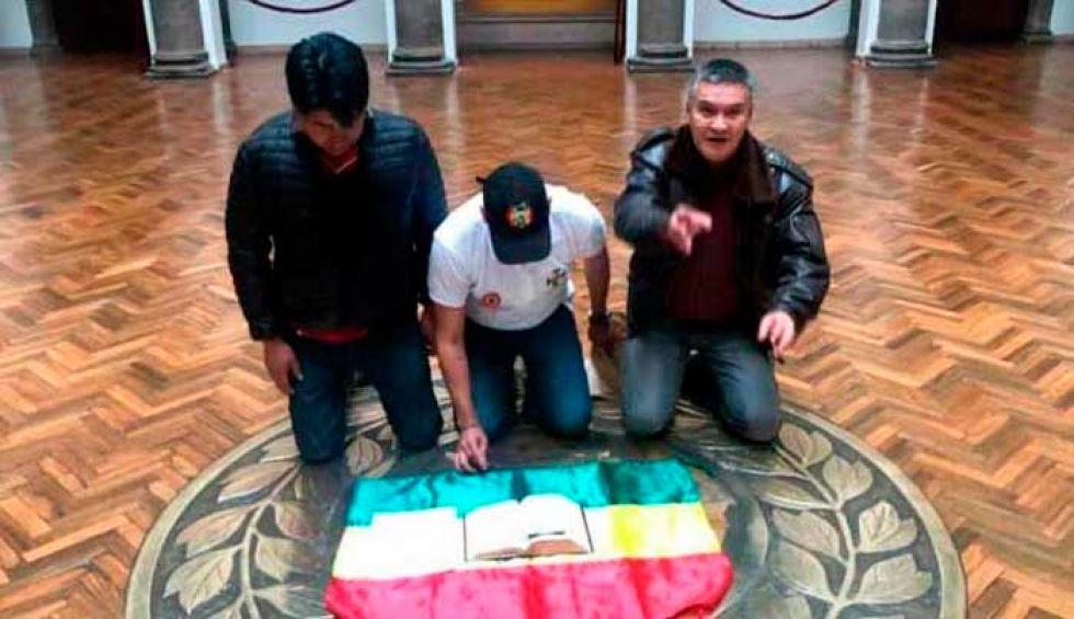 Fiscalía pidió a FFAA identificar a quienes 'sugirieron' la renuncia de Evo Morales