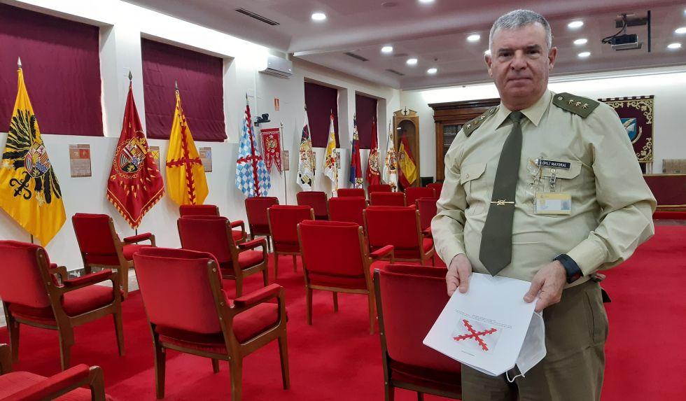El coronel Gerardo López-Mayoral en el salón de honor del Instituto de Historia y Cultura Militar de España.