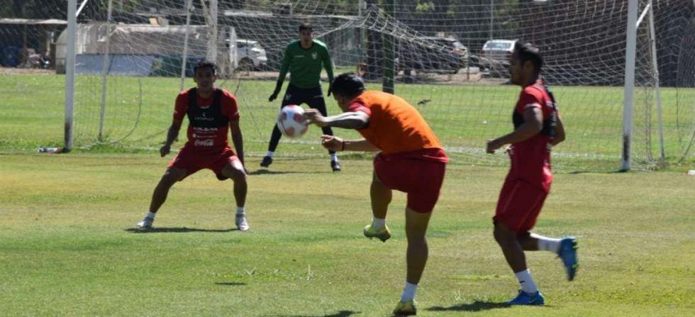 La selección boliviana cumplió su primer entrenamiento en Chile