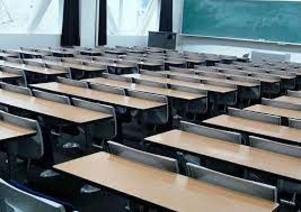 Ratifican disposición que prohíbe presencia de alumnos en aulas sin previa autorización
