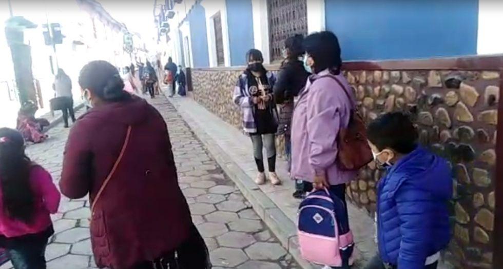 Estudiantes de una unidad educativa son convocados para dar examen