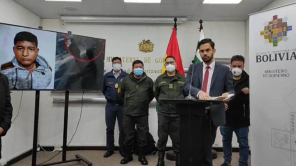 Ordenan cárcel para exministro Characayo y exdirector por cinco meses por cobros ilícitos