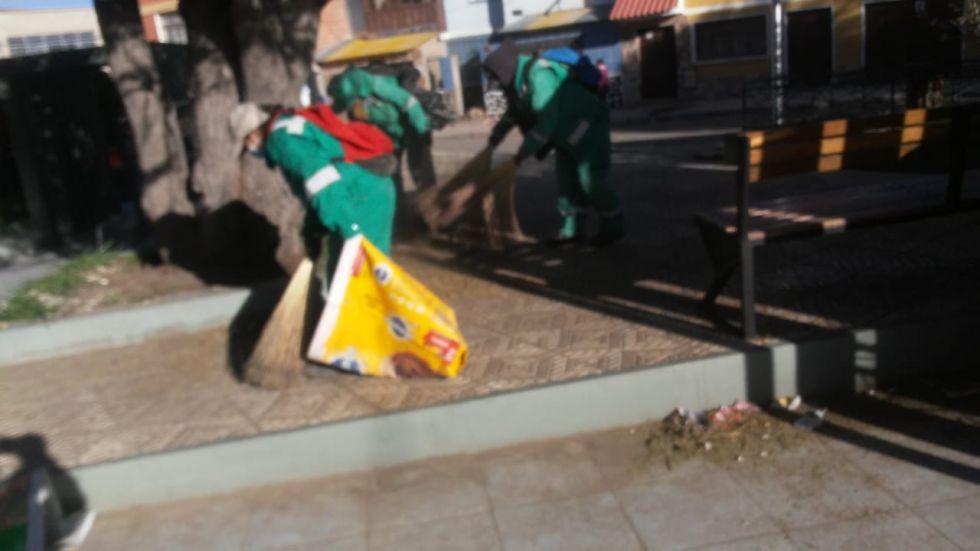En el lugar encontraron botellas de bebidas alcohólicas y otros desechos.