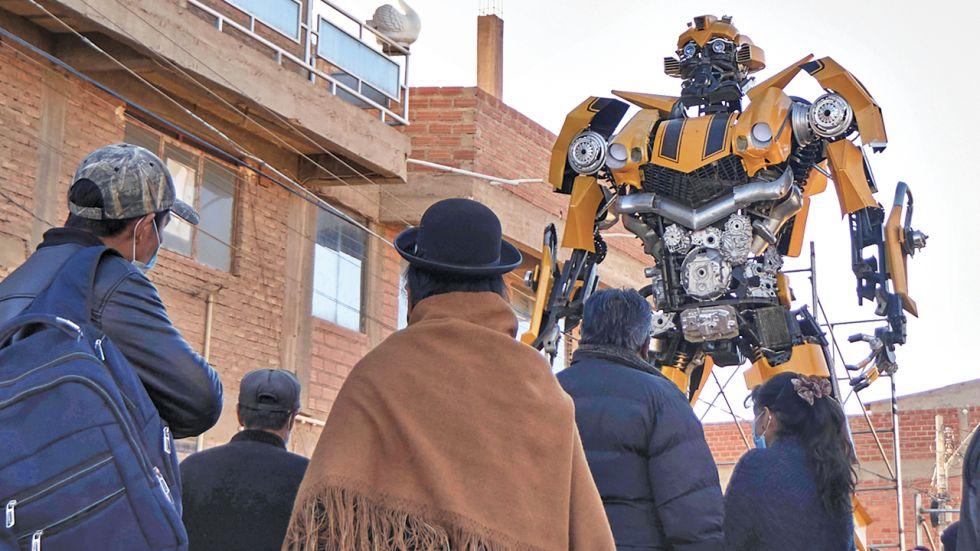Es un robot de 7 metros y medio. APG