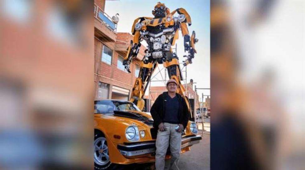 Una réplica de siete metros y una tonelada del robotBumblebee