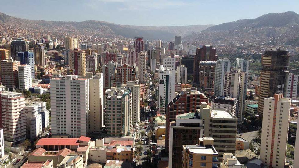Un niño de 3 años muere al caer del décimo piso de un edificio en La Paz