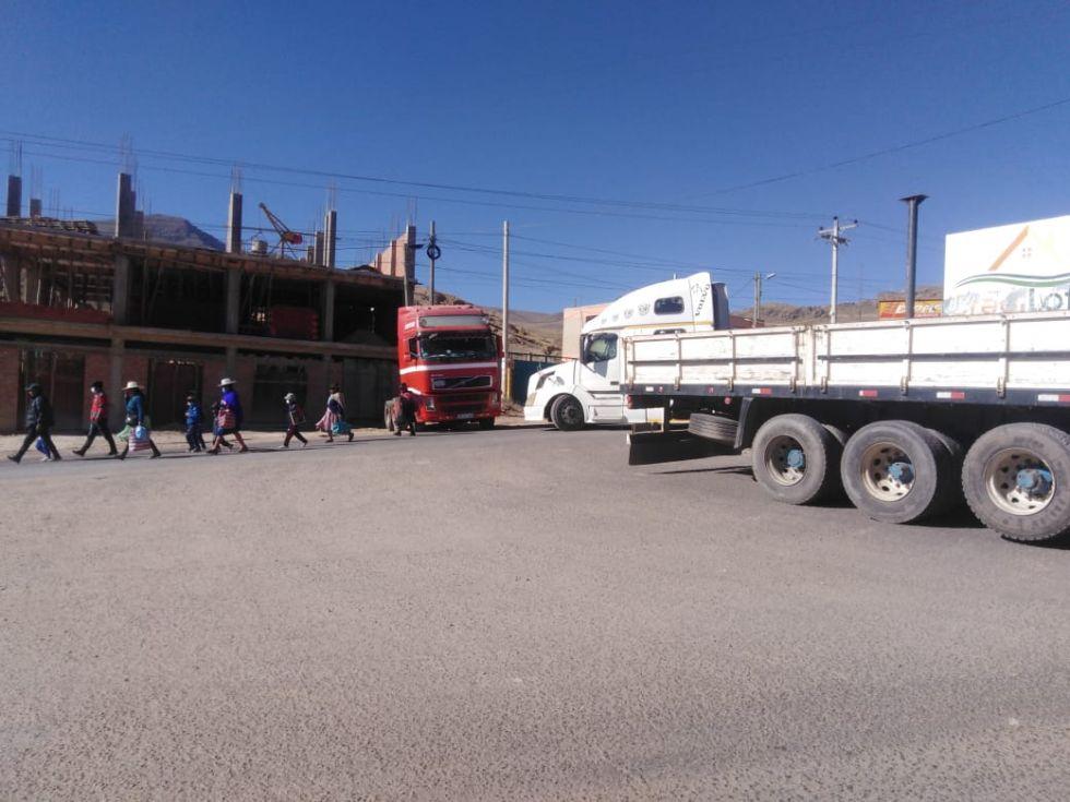 Policía confirma que Potosí está cercado por bloqueo de transportistas
