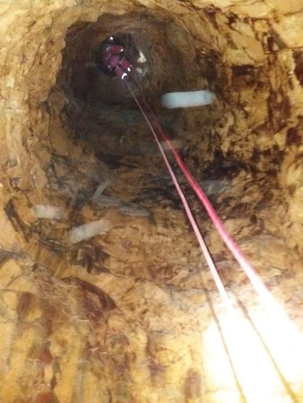 Bomberos rescatan un cadáver de interior mina