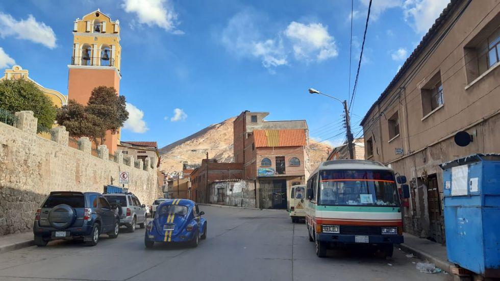 Esta casa tapa la visión del Cerro en la calle Hernández.