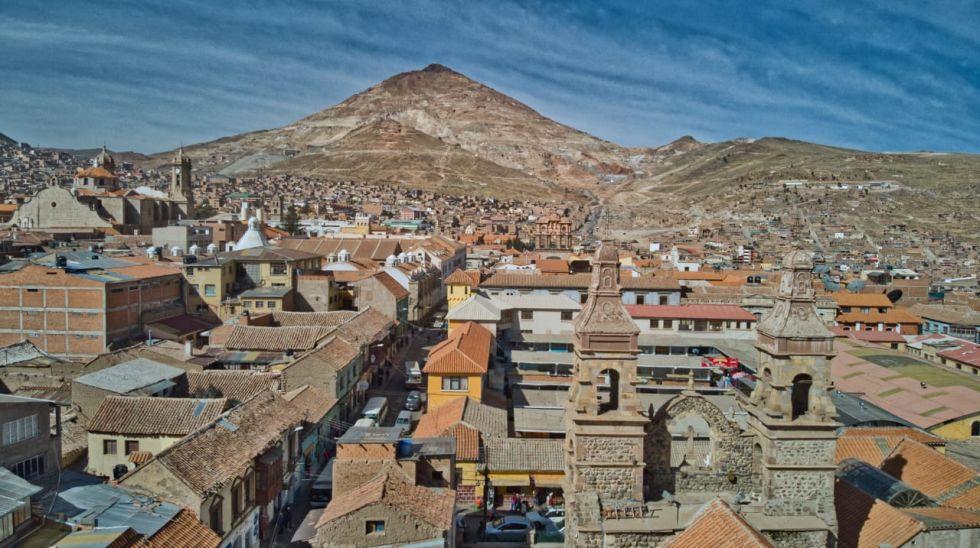 La vista del Cerro Rico es parte indisoluble del paisaje de Potosí.