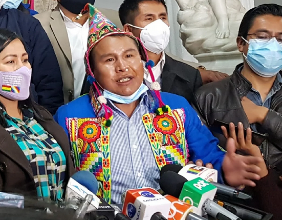 Loza: Lo correcto es que la nación Charcas sancione al diputado Colque por pelear y perder