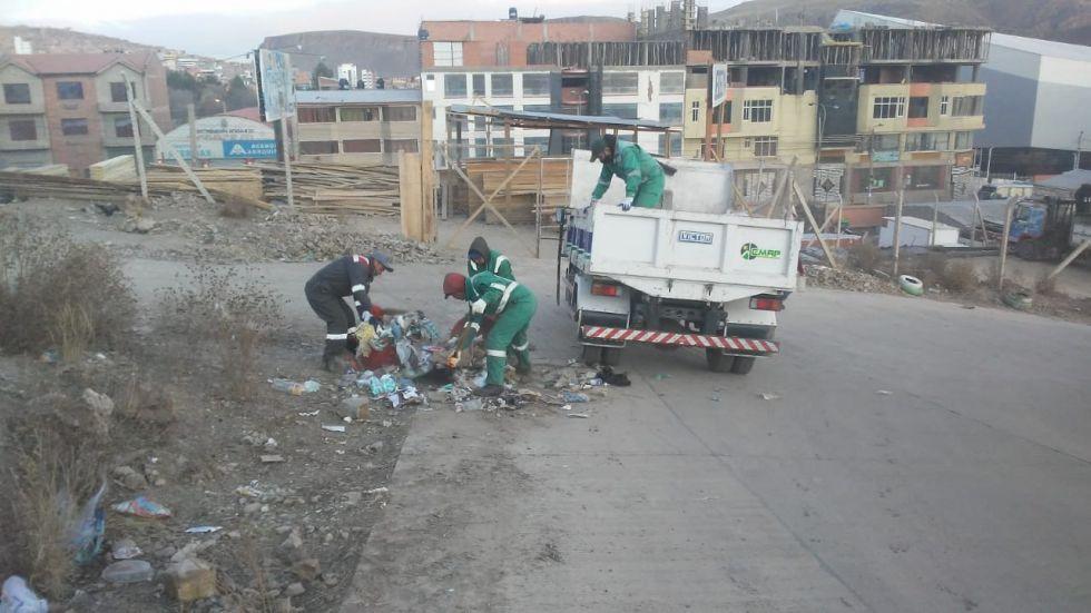 Realizan la limpieza de microbasurales.