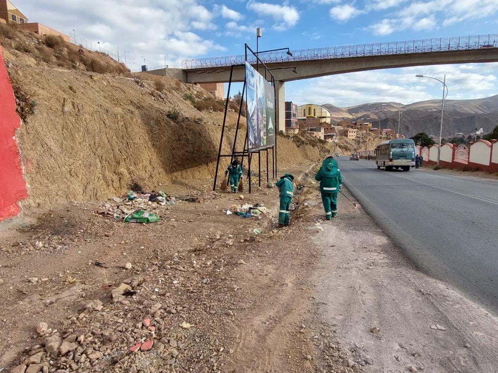 EMAP, con el personal a su cargo realiza las intervenciones en avenida Panamericana y en la Carretera Potosí - Oruro