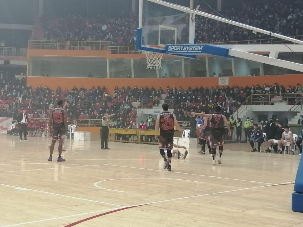 El partido se jugó en el Coliseo Ciudad de Potosí.