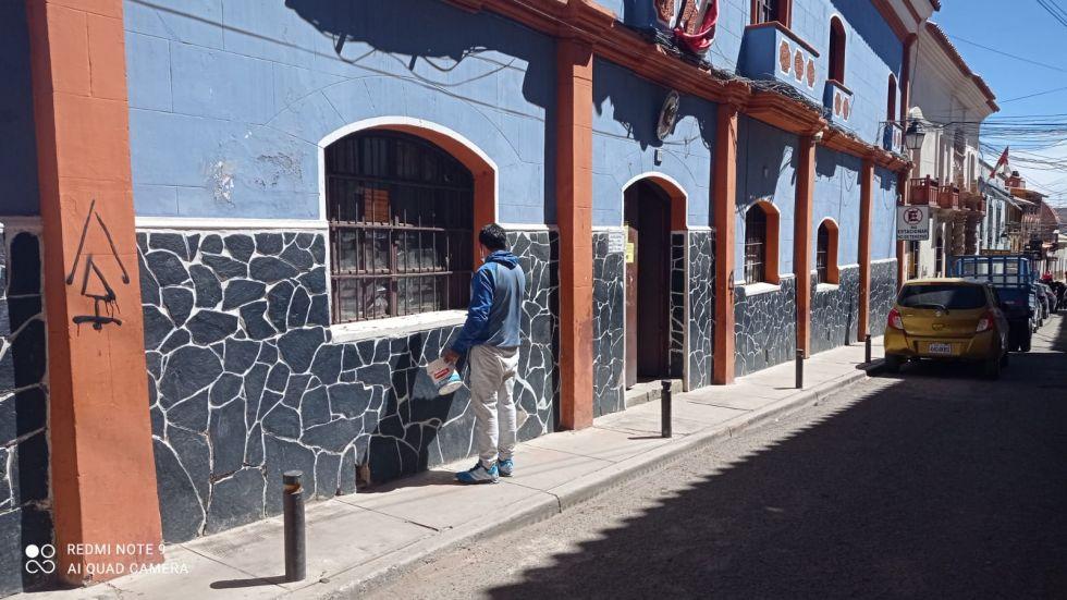 Las paredes de varios edificios ayer por la mañana.
