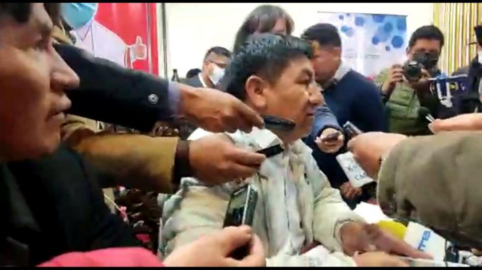 Gobernador confirma entrega del bono estudiantil de 500 Bolivianos