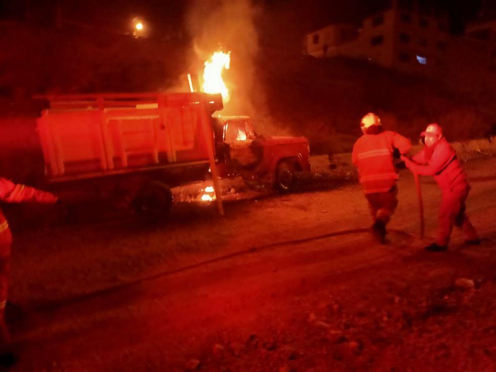 Vehículo se convirtió en una antorcha de fuego