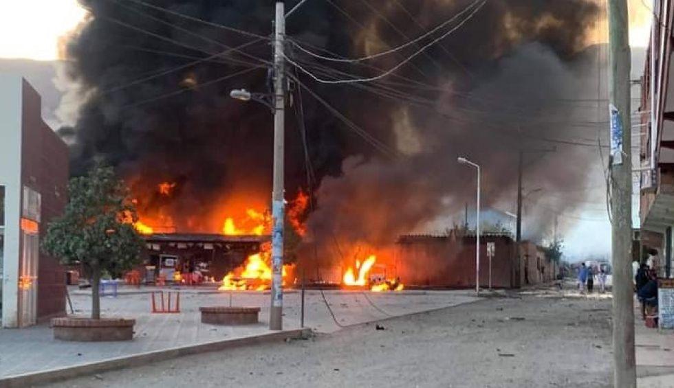 Incendio y explosión en unos depósitos en Camargo deja 12 heridos