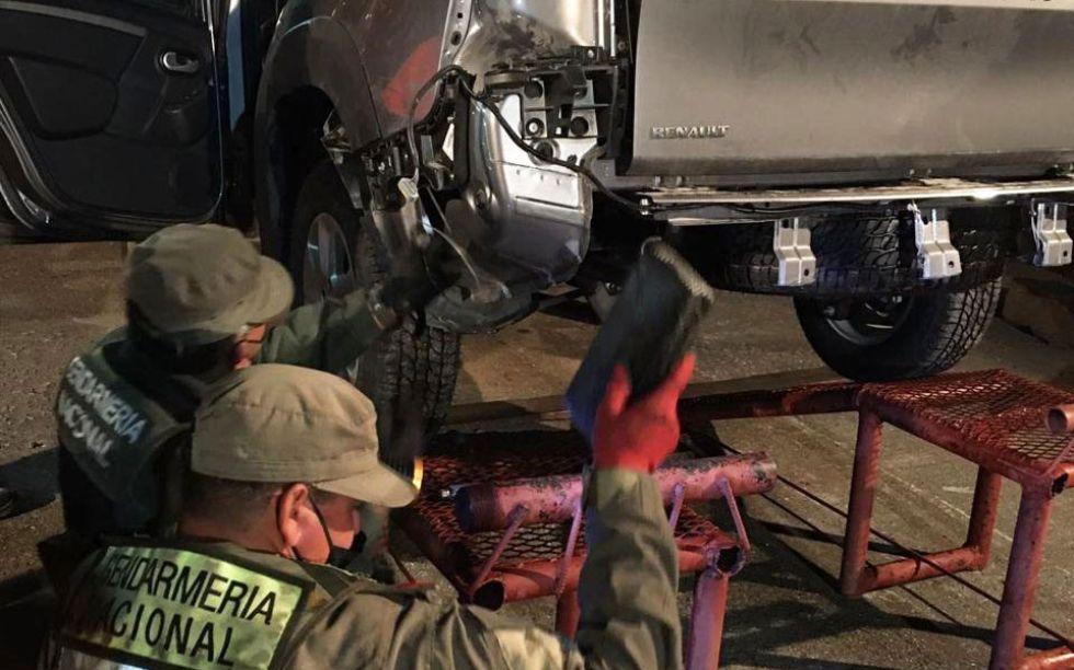 Argentina: Detienen a cuatro bolivianos acusados de trasladar droga oculta en una camioneta