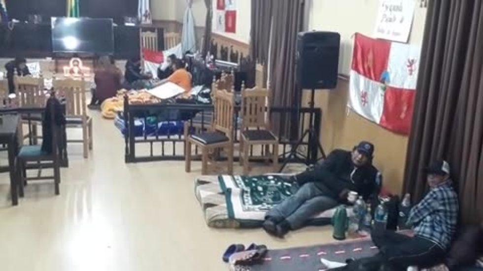 Concejales mantienen huelga de hambre y prevén sesión con la empresa Manquiri esta tarde