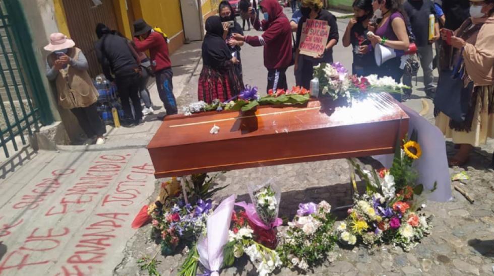 La Paz: Investigan a 6 policías por el caso de María Fernanda, la joven que murió en celdas policiales