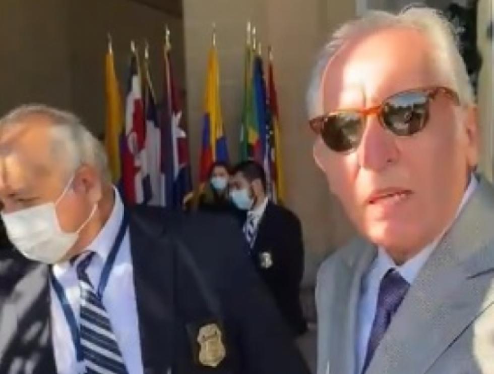 Reportan que impiden ingreso de MacLean al evento organizado por Arce y hubo protestas en la sede de la OEA