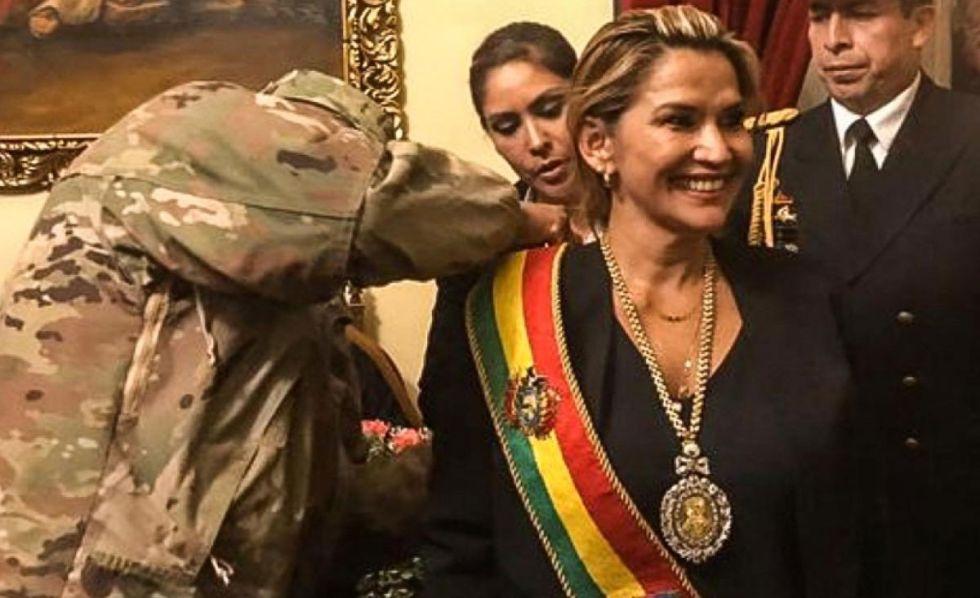 Exjefe de la Casa Militar relata cómo la medalla presidencial llegó a Palacio para la asunción de Añez