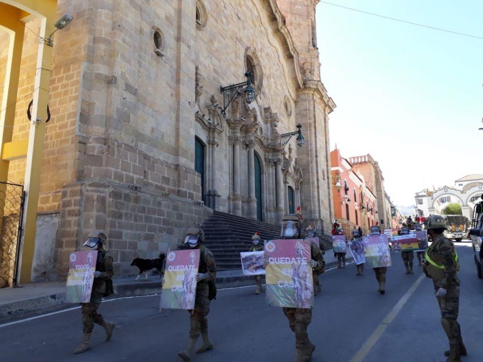 Llegaron a la Plaza 10 de Noviembre, punto final de su recorrido