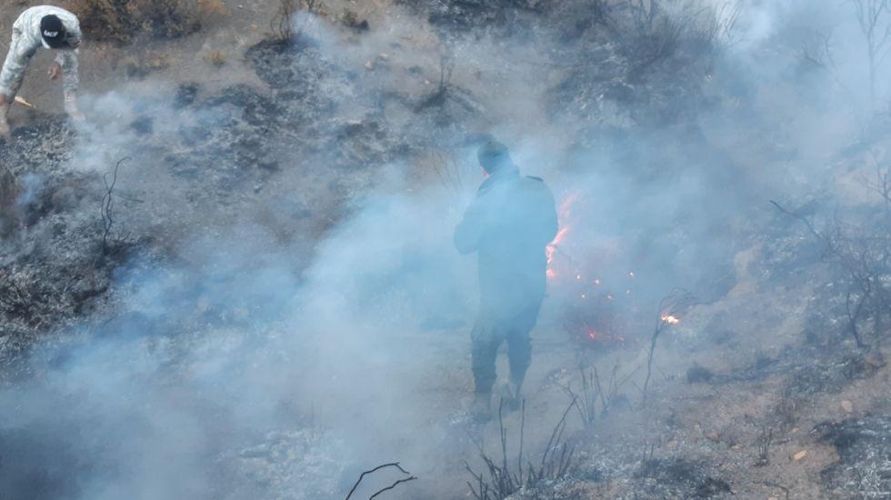 Policías lograron apagar el incendio en Cayara