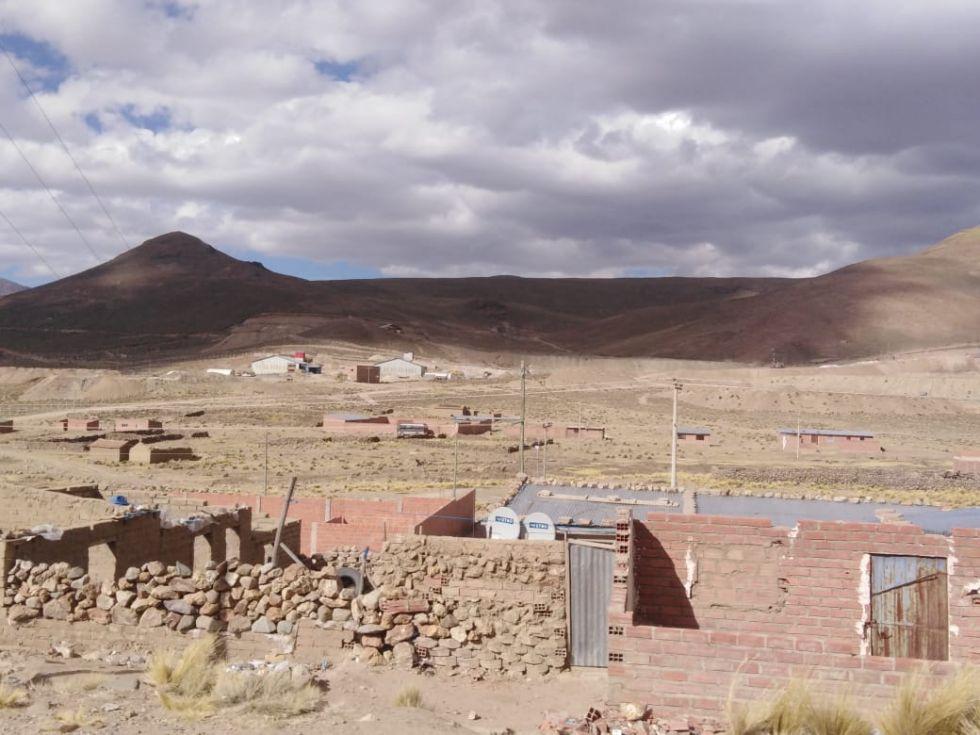 Detrás del Cerro Rico.