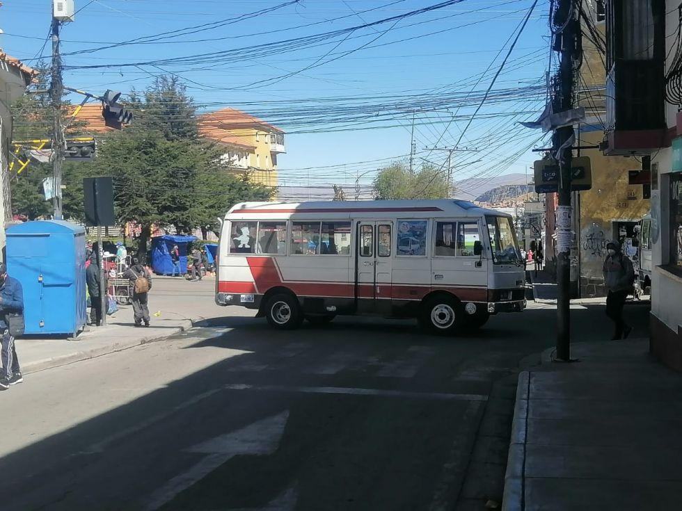 Las esquinas de las calles de varias zonas están bloqueadas.
