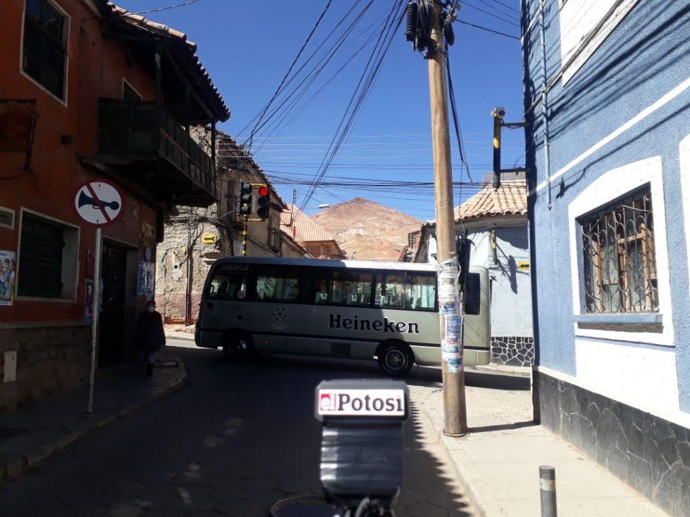 """Vea el paro de las """"mil esquinas"""" del transporte potosino en imágenes"""